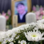 遺影写真と花