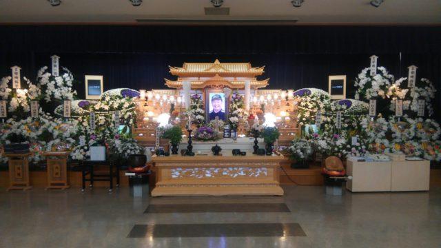 祭壇中央で優しく微笑みかけてくださいます
